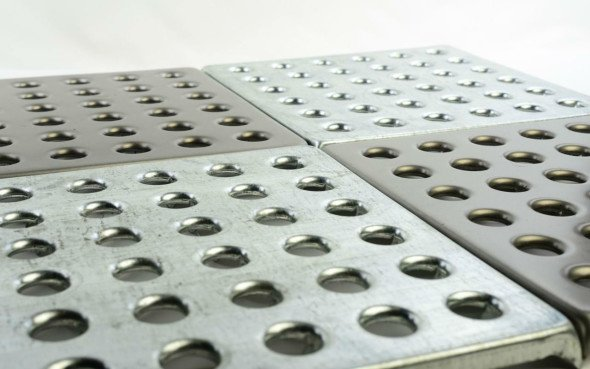 Металлическая напольная плитка