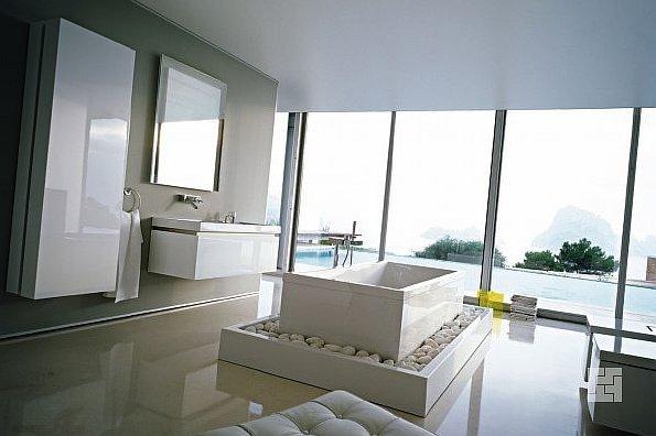 Светлая комната в минималистичном стиле