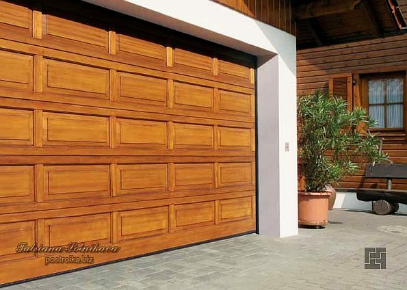 Секционные гаражные ворота: выбираем эстетику и надежность