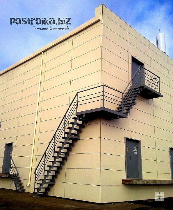 Наружные металлические лестницы готовы к эксплуатации в самых суровых условиях