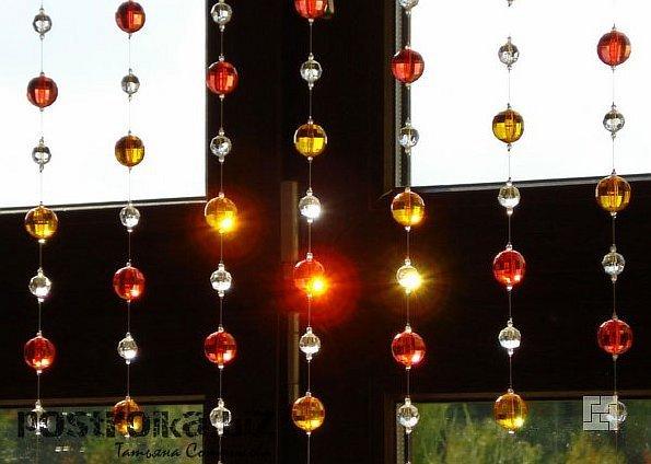 Метаморфозы в гостиной: декор окна  в причудливых формах