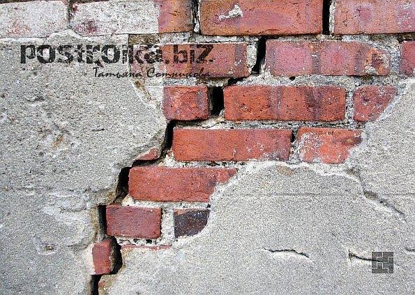 Трещины в кирпичной кладке причины