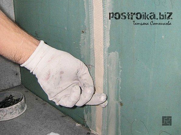 Как производится качественная подготовка стен к поклейке обоев