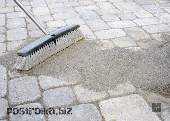 Заполнение швов песком