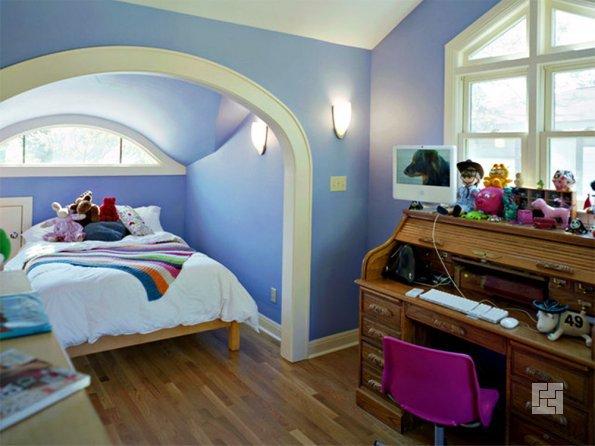 Детская комната для девочки в голубых тонах