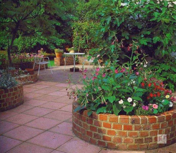 кирпичный садовый бордюр для клумб