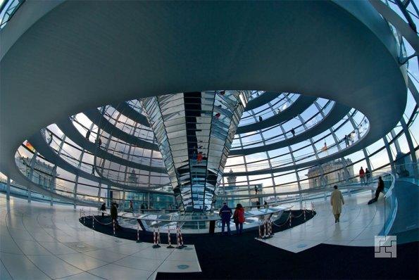 Купол здания Рейхстага в Берлине изнутри