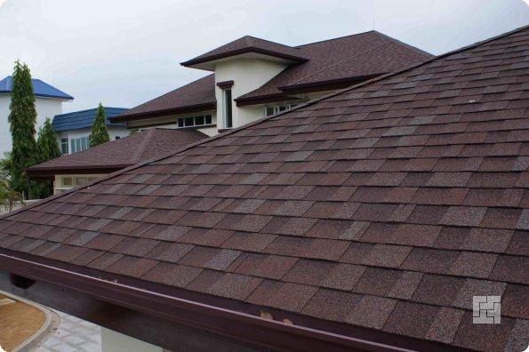"""Крыша дома покрыта кровельным материалом """"Шинглз"""""""
