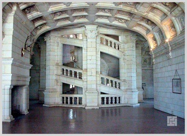 Внутренняя лестница замка Шамбор, долина Луары, Франция