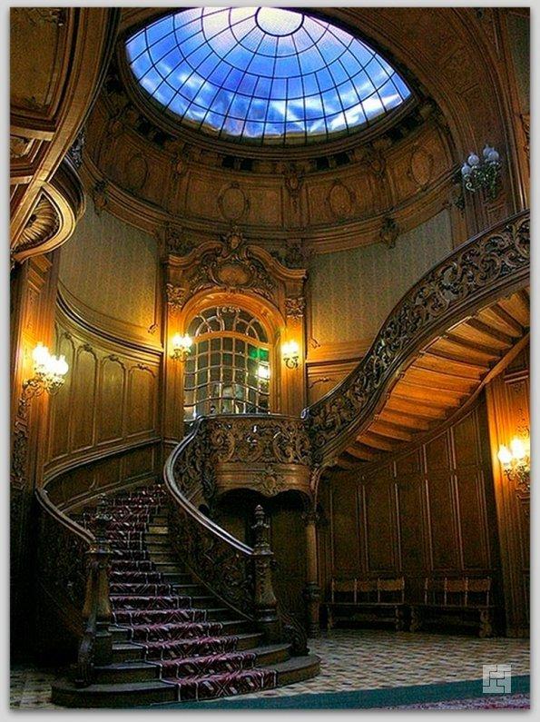 Лестница в замке Пелеш, Румыния