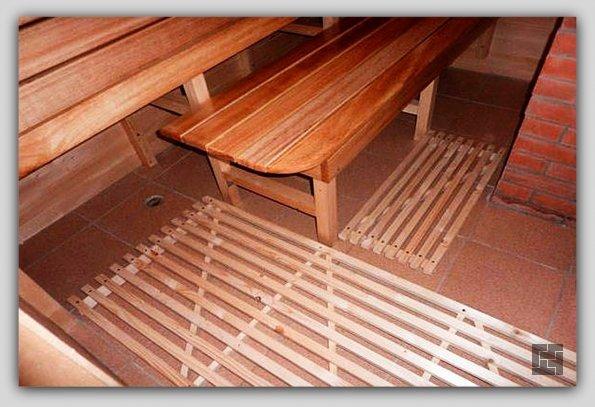 Пол из керамической плитки в сауне