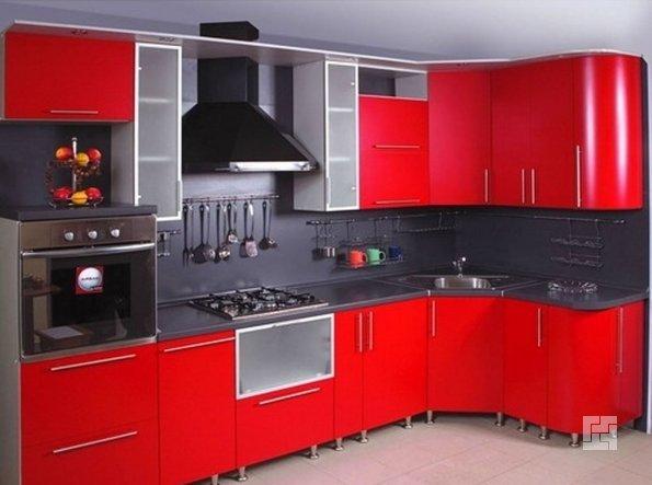 Современная кухня красного цвета