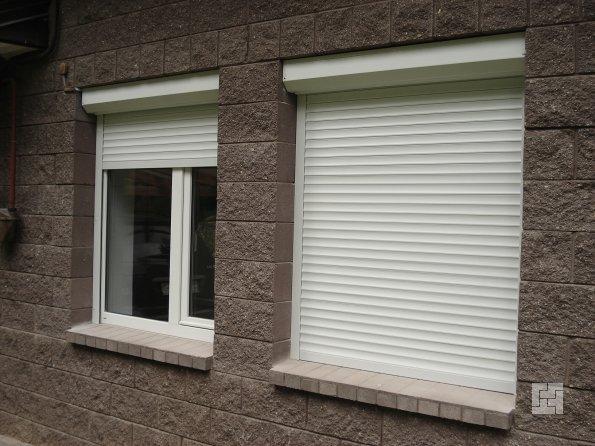 защита дома с использованием рольставней