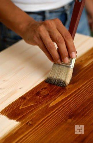 Морилка позволяет сохранить натуральность текстуры дерева