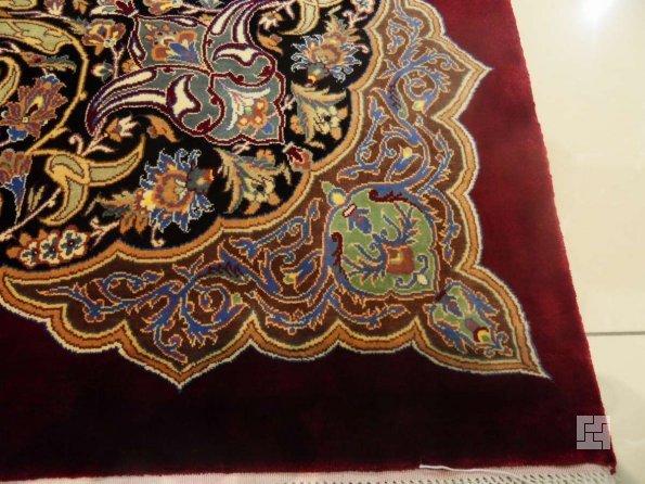 Шелковый ковёр в спальню