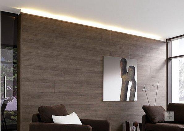 Горизонтально установленный ламинат на стене