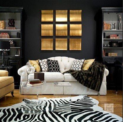 Чёрные стены с золотистыми рисунками или акцентами
