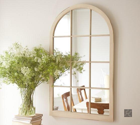 Зеркало, оформленное под окно в гостиной