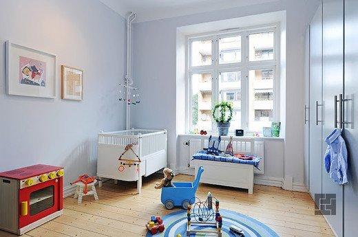Просторная светлая детская комната
