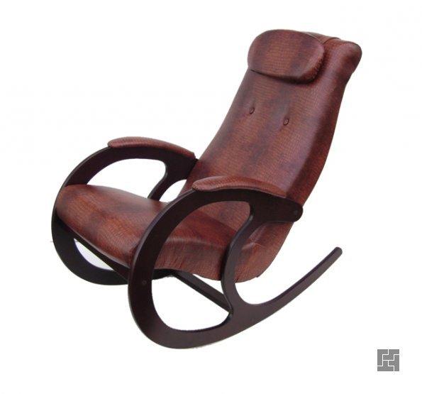 Кресло-качалка с мягким сиденьем и деревянными ножками