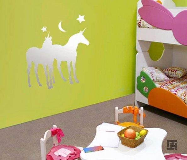 Большие зеркальные наклейки на стенах в детской