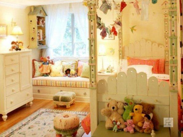Детская комната с кучей мягких игрушек