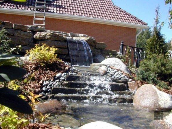 классический декоративный водопад