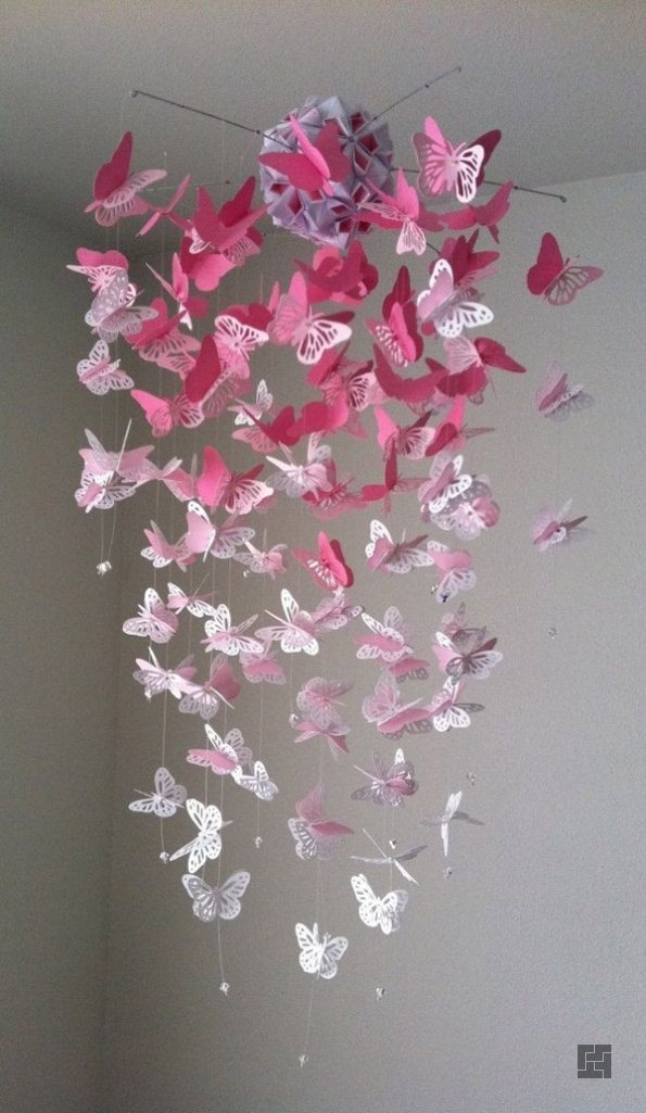 Бабочки оригами подвешенные на нитях