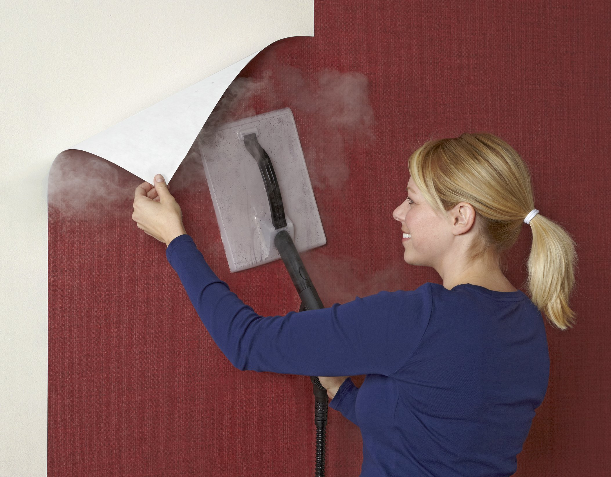 Как быстро снять старые обои со стен в домашних условиях