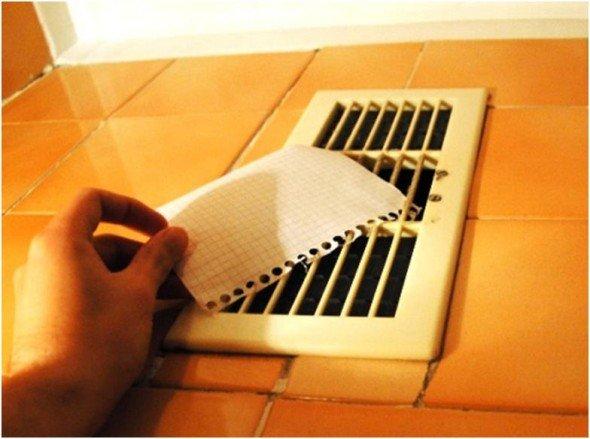 Проверка работы вентиляции с помощью бумаги
