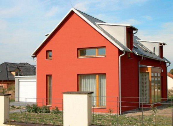 Фасад здания, окрашенный акриловой краской
