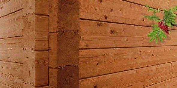 Свежевыкрашенный деревянный фасад
