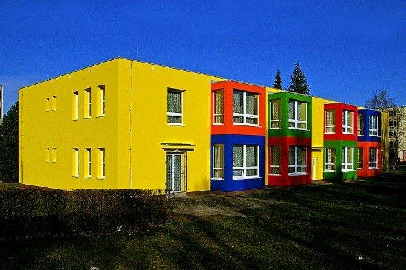 Здания, окрашенные фасадной краской