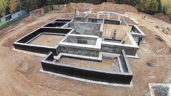 Готовый ленточный фундамент для дома