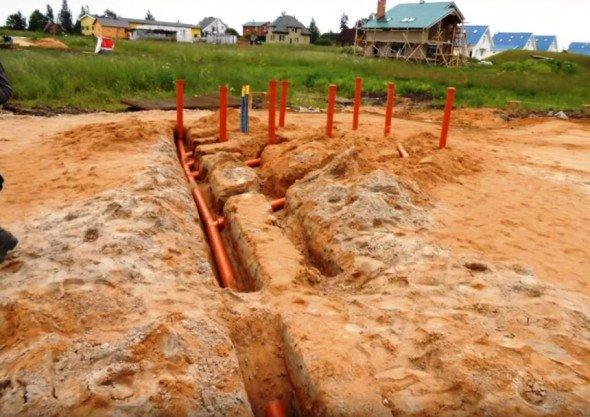 Укладка канализационных труб под фундамент