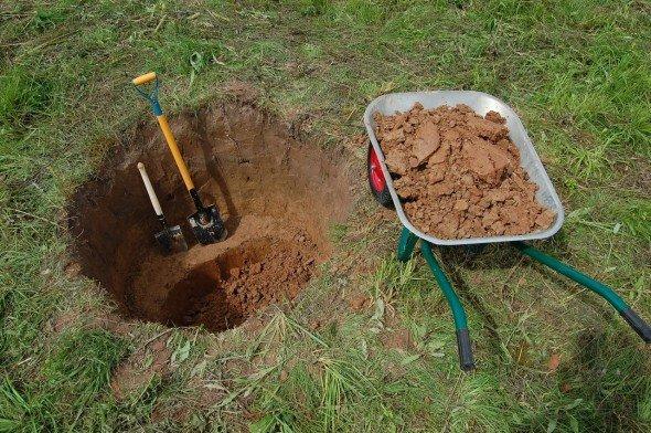 Небольшая яма для колодца