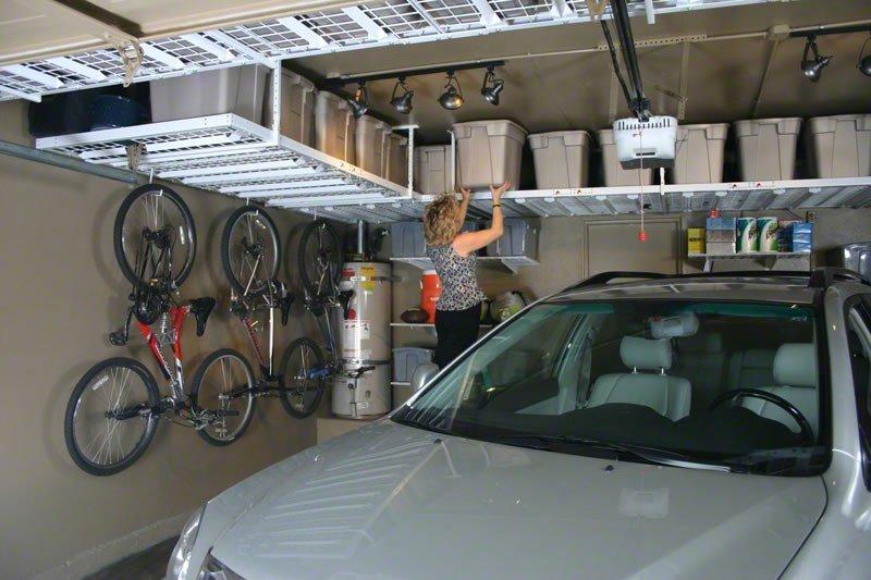 Подвесные полки в маленьком гараже