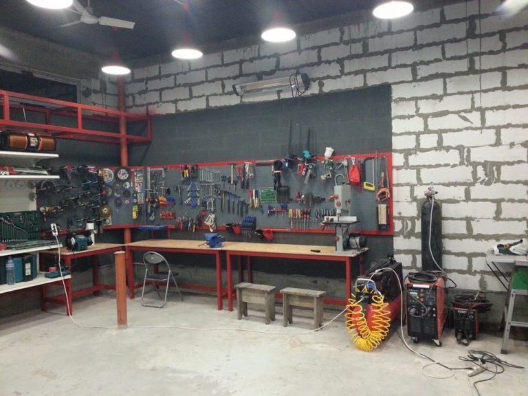 Как оборудовать рабочее место в гараже своими руками 44