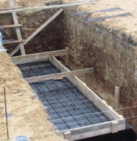 Армирование бетонного основания ямы