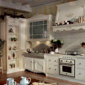 Кухня в прованском стиле с о сложным потолком