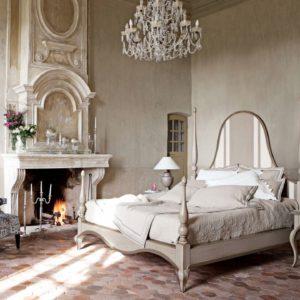 Французская спальная с камином