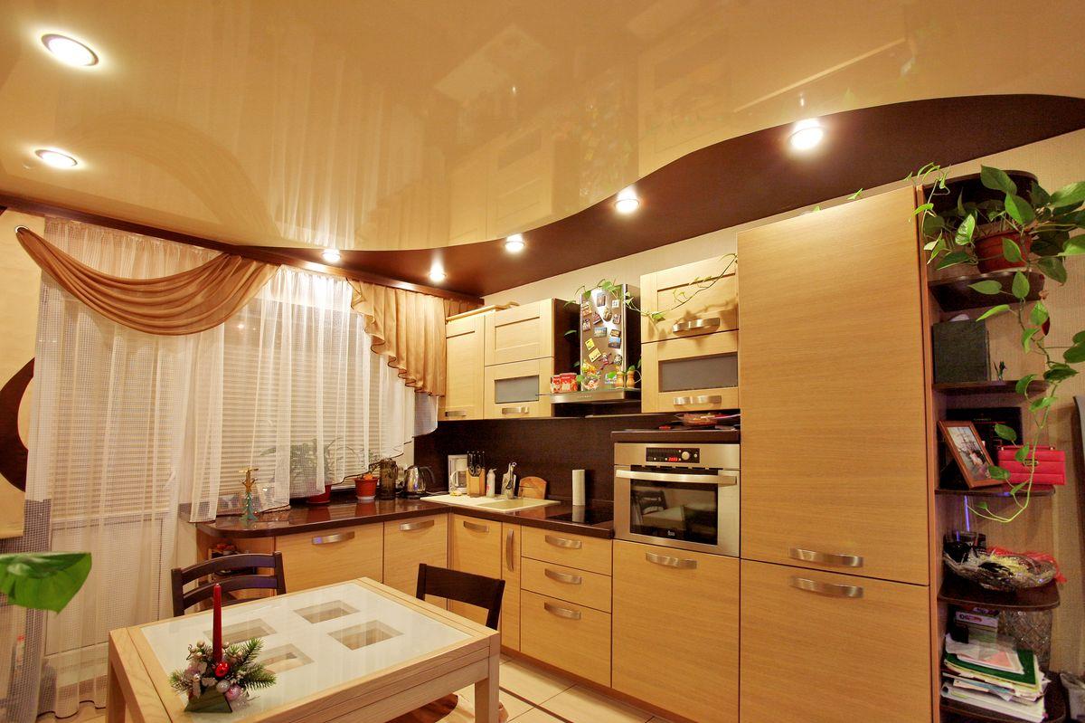 Варианты дизайна потолков на кухне