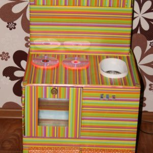 Детская кухня из картонных коробок