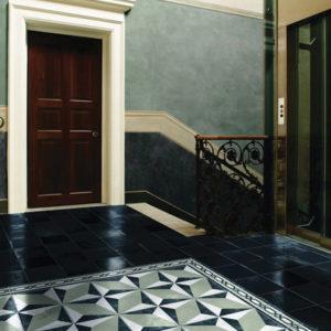 Геометрическая плитка в холле