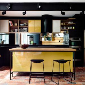 Кухня чёрного и жёлтого цвета