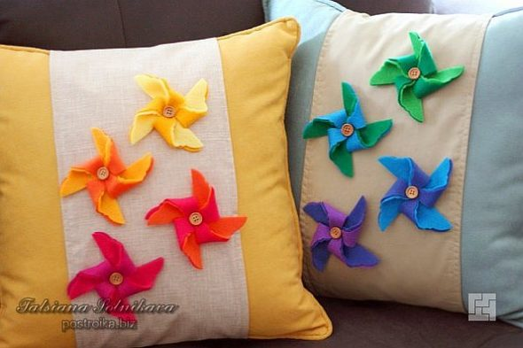 Подушки с фетровыми цветами
