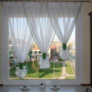 Оформление окна на кухне 1