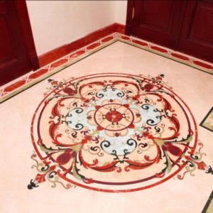 Панно из плитки светло-бежевого и красного цветов