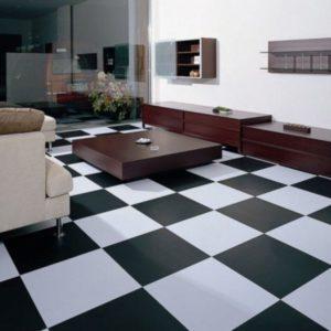 Шахматная плитка чёрного и белого цветов