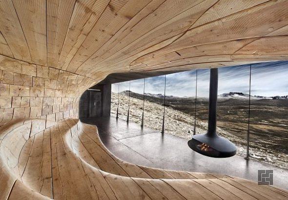 Дом из дерева и стекла